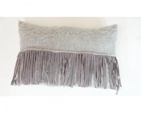 Kissen grau mit Fransen Wolle Sofakissen Dekoration Fell weich Materialmix