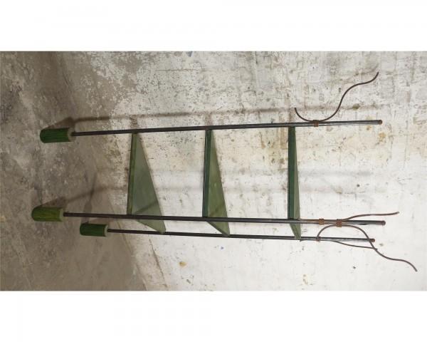 Designer Eckregal aus Düsseldorf Metall Kieferholz grün Versand